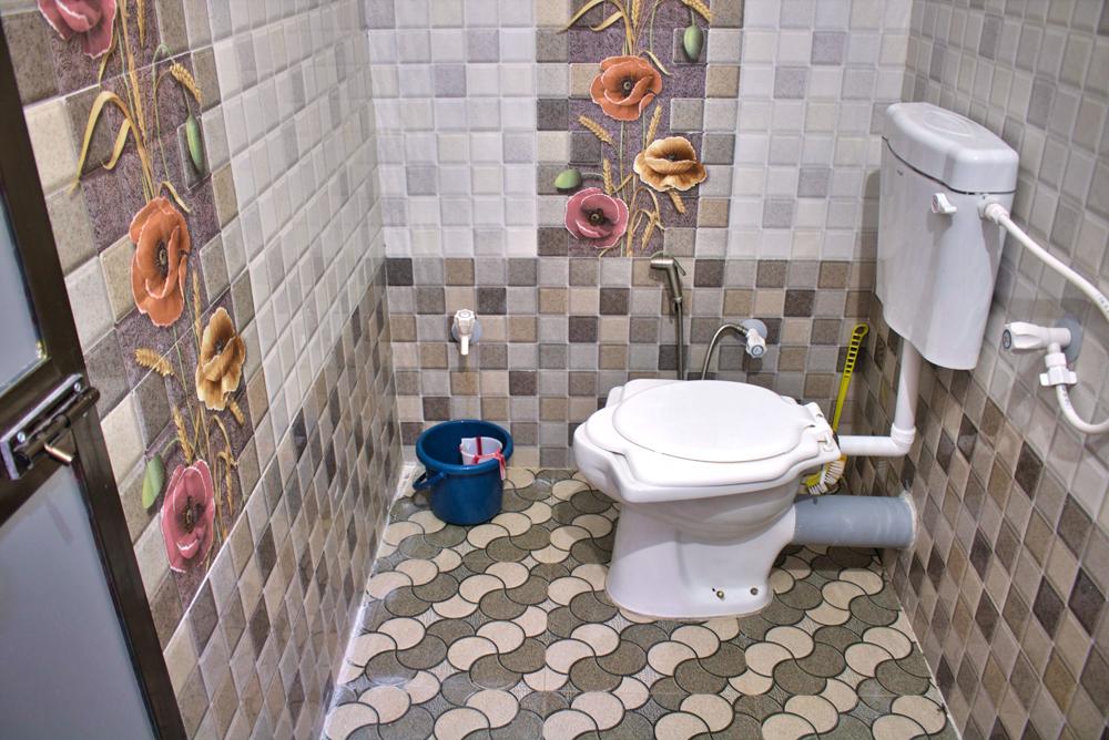 Ashish-Resort-Toilet-Bathroom