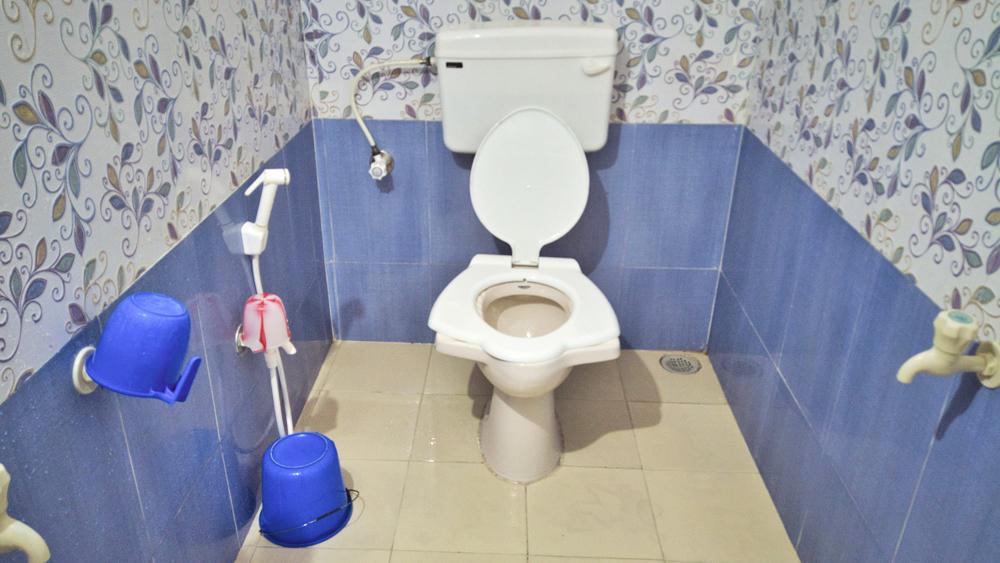 toilet-bath-at-Aashirwad-niwas